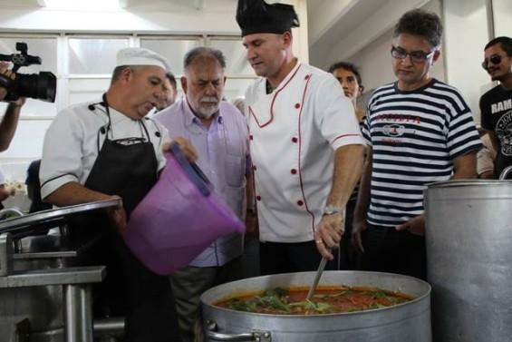 Coppola cozinhando na EICTV